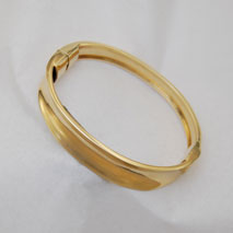 14K Yellow Gold Graduated Concave Bangle