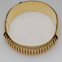 18K Yellow Gold Bangle with Ridges