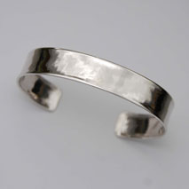 18K White Gold Hammered Cuff Bangle Bracelet, 12.0mm, Shiny