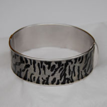 Sterling Silver Zebra Sparkle 20.0mm Hinged Bangle