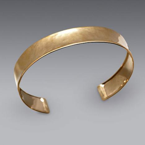 7 Inch 18k Yellow Gold Hammered Cuff