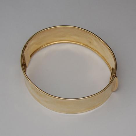 7-Inch 18K Yellow Gold Hammered Shiny Hinged Bangle