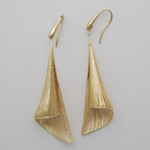 14K Yellow Gold Bugle Earring